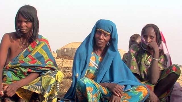 The Women explain to us the differences in milk prices, during the changes of seasons and location'<p>s.